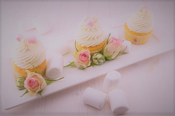bakingカップケーキと薔薇(2).jpg